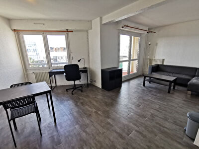 T2 MEUBLÉ 38m² + BALCON + PARKING - CERGY PREFECTURE